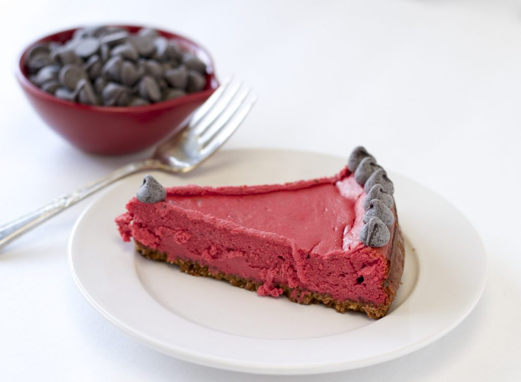 Healthy Red Velvet Cheesecake. This recipe will blow your guests away. Click here for the recipe: https://proshapefitness.com/2014/01/05/healthy-red-velvet-cheesecake/ ‎E