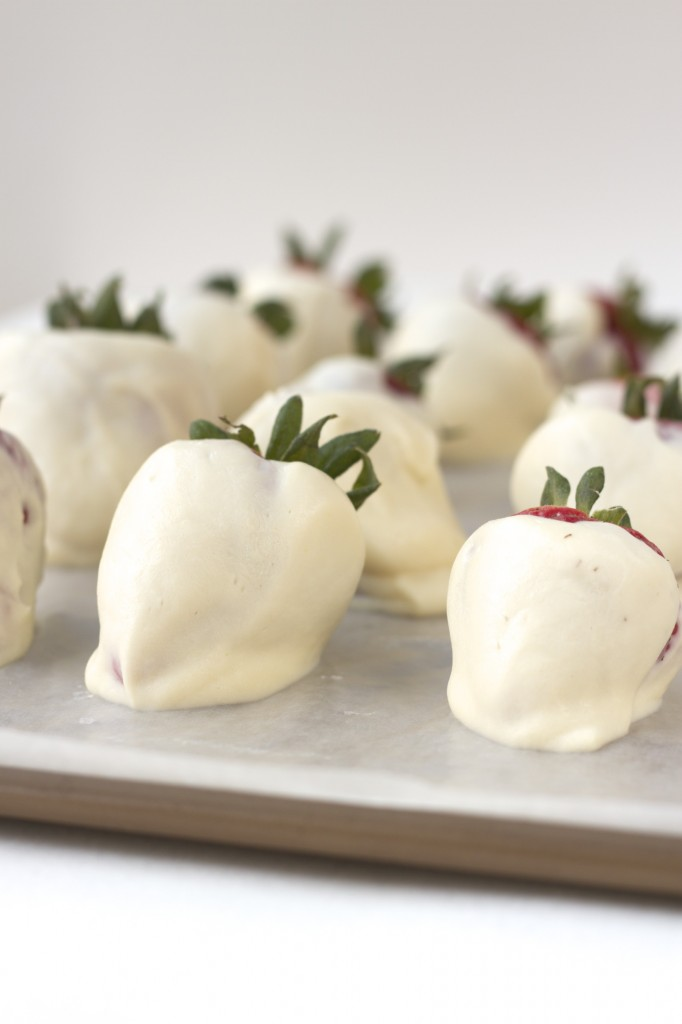"The ultimate healthy snack! Protein ""fro-yo"" Strawberries! (aka. frozen yogurt strawberries)"